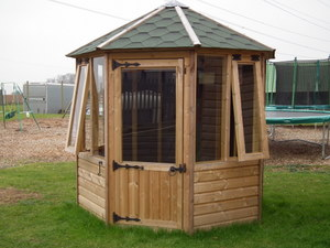 DELUXE RANGE OF SUMMERHOUSES